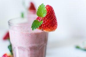 ¿Cómo hacer batidos milkshake bajos en grasa y saludables?